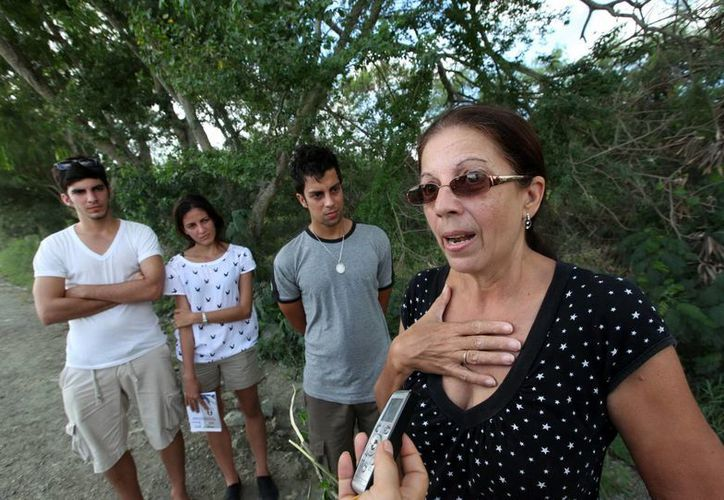 Ofelia Acevedo, viuda del fallecido opositor cubano Oswaldo Payá, junto a sus tres hijos Oswaldo José (i), Rosa María y Reinaldo Isaías. (Archivo/EFE)