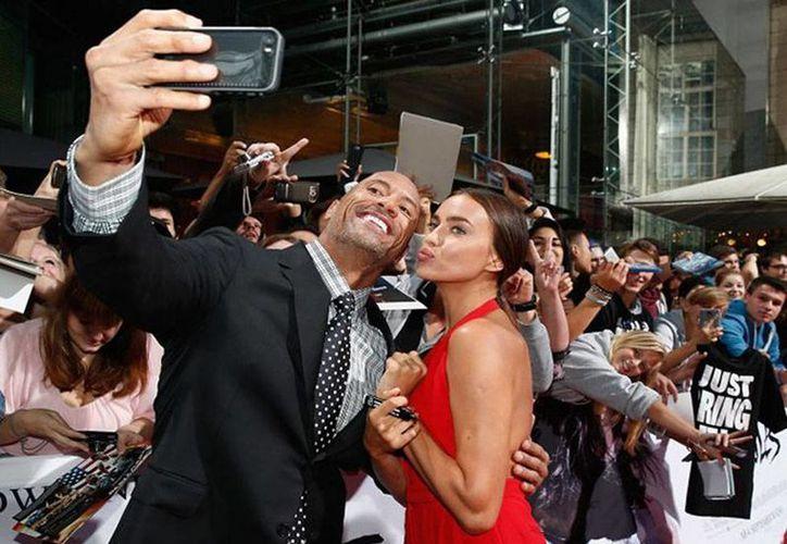 Los 'nuevos' novios: Dwayne Johnson e Irina Shayk, durante una presentación de la cinta 'Hércules' en la que ambos actúan. (Archivo/excelsior.com.mx)