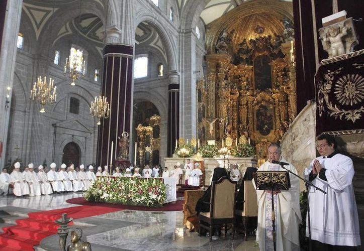 Durante la ceremonia el cardenal Norberto Rivera leyó un documento del Papa Francisco. (Notimex)