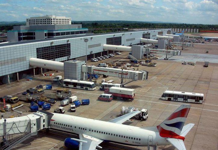 Los reportes del presunto avistamiento ovni también fueron entregados a las autoridades aeroportuarias del la terminal aérea Gatwick, en Londres. (Archivo/aeropuerto.net)