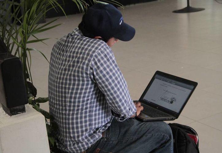 Empresas reciben equipamiento y software para fortalecer su economía. (Archivo/SIPSE)