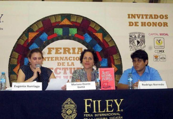 La escritora cubana Mariana Osorio durante la presentación de su libro en la Filey. (Milenio Novedades)