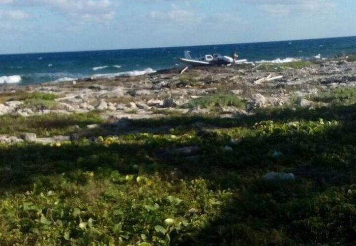 La aeronave se desplomó en el aeródromo de Mahahual. (Foto: Redacción)