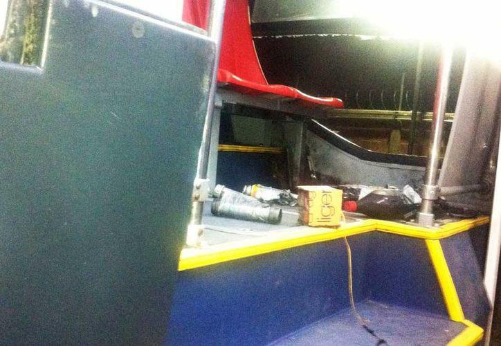 La explosión de una bomba 'casera' en una unidad de transporte urbano de Ecatepec fue obra de anarquistas, según un informe del Gobierno estatal. (excelsior.com.mx)