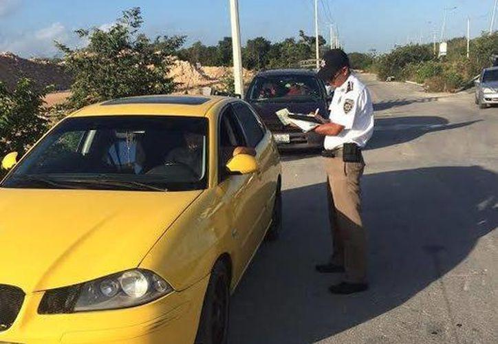 Elementos de tránsito llevan a cabo el operativo 'Radar en Cancún'. (Redacción/SIPSE)