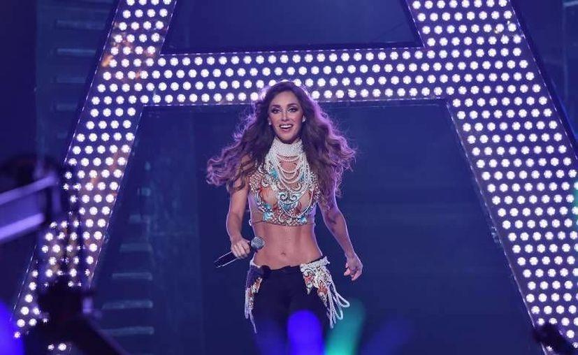 La cantante Anahí lanza su nuevo éxito 'Rumba' en plataformas digitales, estará disponible a partir de este viernes. Anahí presentó su tema en los premios juventud hace algunos días. (Notimex)