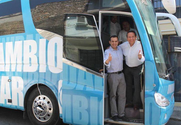 Ernesto Cordero y su compañero de fórmula, Juan Manuel Olvia, en el 'Tumbalínea'. (Cortesía)