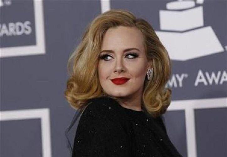La cantante Adele obtuvo el disco de platino en México debido a las grandes ventas que ha tenido su último álbum llamado '25'. (AP)