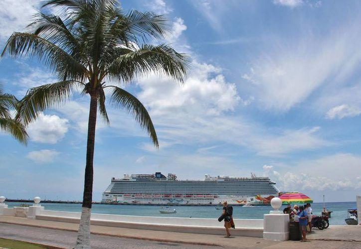 La Apiqroo dio a conocer que para la próxima semana arribarán 17 hoteles flotantes a la isla de Cozumel. (Gustavo Villegas/SIPSE)