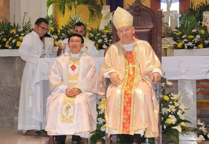 En la misa oficiada por Monseñor Pedro Pablo Elizondo Cárdenas, fue consagrado sacerdote Jorge Eduardo Colli Tzuc. (Julián Miranda/SIPSE)