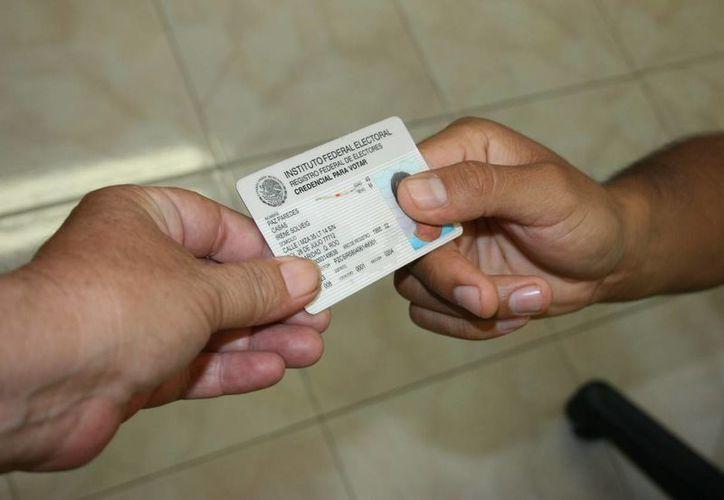 Las credenciales para votar con fotografía que se entreguen a partir de la segunda quincena de julio tendrán un nuevo diseño. (Octavio Martínez/SIPSE)