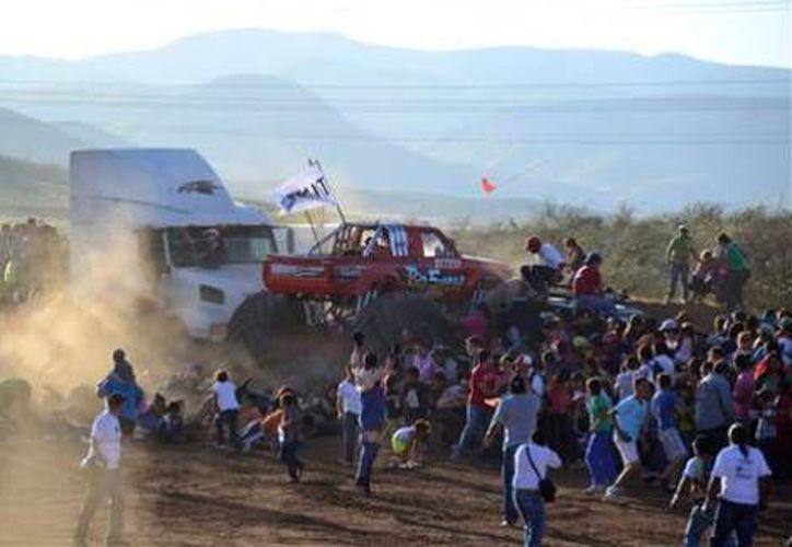 El accidente dejó 9 personas muertas y más de 80 heridos. (Milenio)