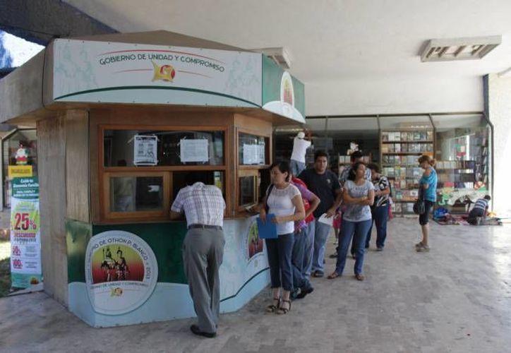 El presidente municipal Eduardo Espinosa Abuxapqui, reconoció a los ciudadanos que ya acudieron a las cajas de la tesorería. (Contexto/Internet)