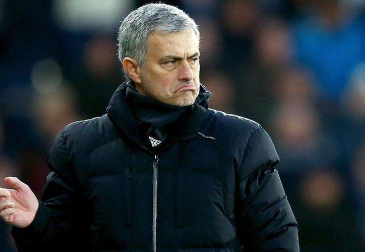 José Mourinho,director técnico del Chelsea confirmó este viernes la 'Suspensión'  de la doctora Eva Carneiro y John Feran, tras los problemas que se suscitaron durante la semana.(Archivo/Sipse)