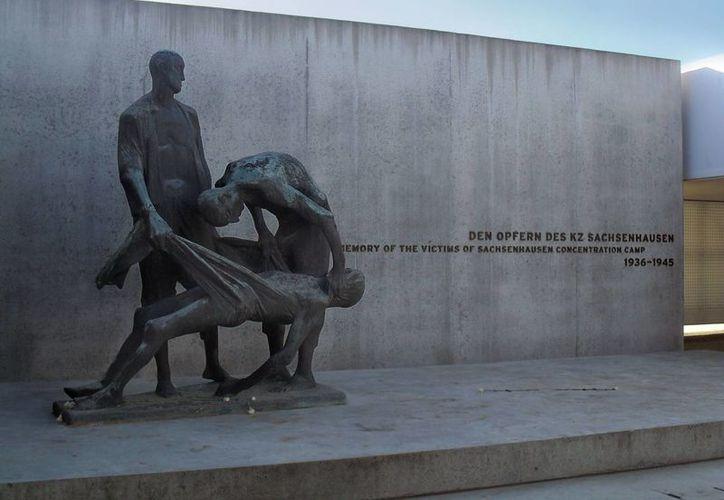 Martin Hartmann, ex guardia del campo de concentración Sachsenhausen en Alemania, es uno de los que recibió beneficios de la seguridad social de EU. En la imagen, el monumento en honor a las víctimas judías de dicho campo. (originalberlintours.com)