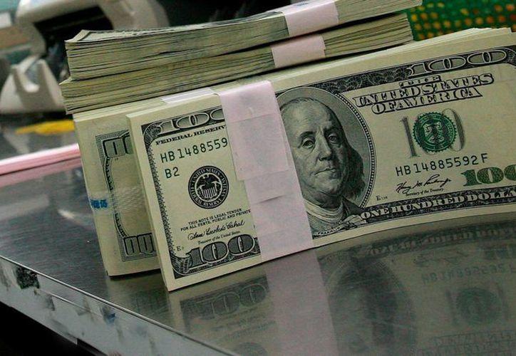 Los billetes llevan el sello de un banco de Paraguay. (EFE)