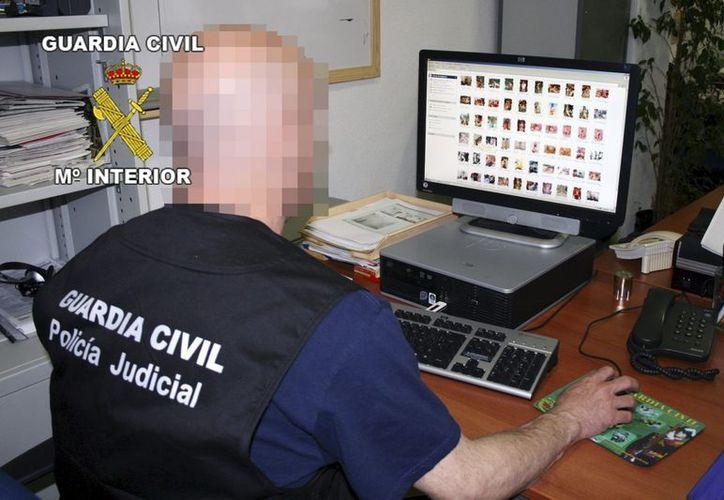 La policía española incautó grandes cantidades de material pornográfico. (EFE)