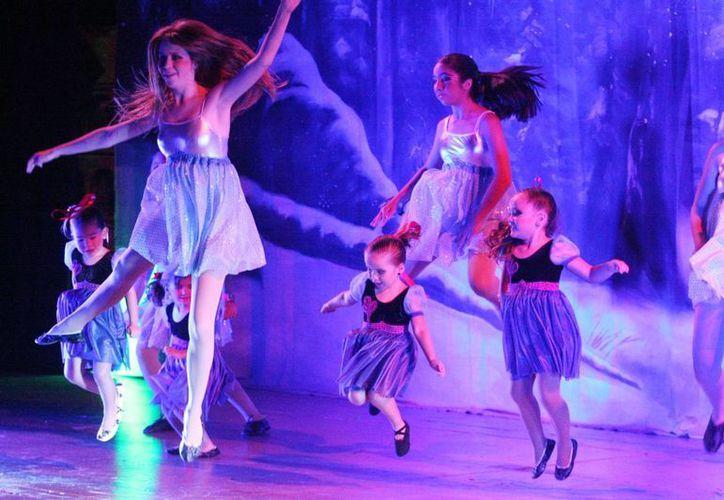 Animadas coreografías presentaron estudiantes de danza de la academia Top Motion. (Milenio Novedades)