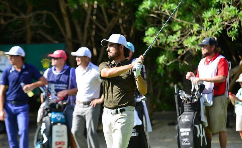 El golfista podría colarse a los primeros cinco lugares si tiene una buena ronda. (Raúl Caballero/SIPSE)