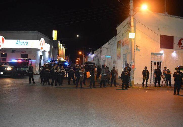 Esta madrugada, decenas de personas intentaron saquear comercios en el Centro Histórico de Umán. El alcalde Freddy Ruz Guzmán aseguró que los responsables eran personas 'de fuera'. (Carlos Navarrete/SIPSE)
