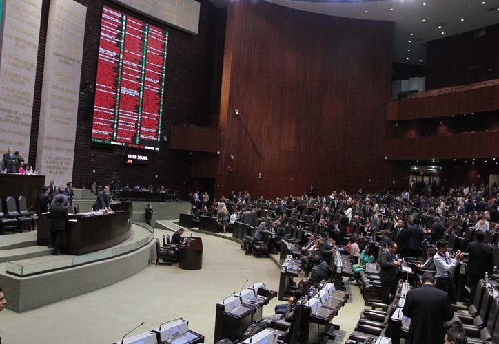 Aspecto de la sesión de la Cámara de Diputados, este miércoles 30 de julio, en la que se aprobó el tercer paquete de leyes secundarias en materia energética. (Foto Notimex)
