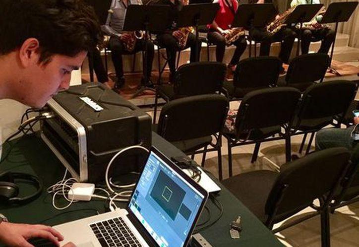 El concierto fue transmitido por internet. (Facebook/ ESAY)