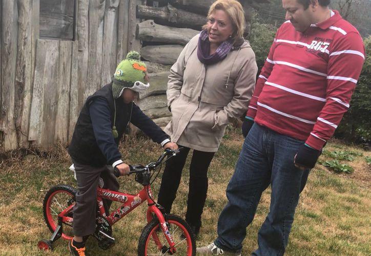 La conductora ha entregado juguetes a niños de escasos recursos. (Jocelyn Díaz/SIPSE)