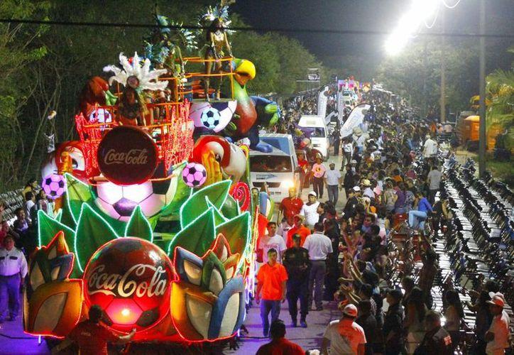 El Viernes de Corso en la nueva sede del Carnaval de Mérida, en la instalaciones de la Feria de Xmatkuil. (Juan Albornoz/SIPSE)