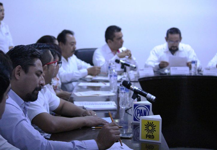 En un punto de las 11 horas se declaró que había quórum para iniciar la sesión e instalar de esta manera el Consejo Distrital. (Octavio Martínez/SIPSE)