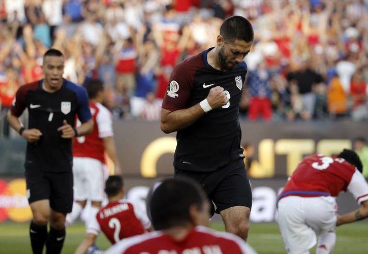 Clint Dempsey marco el gol de la victoria estadounidense. (AP)