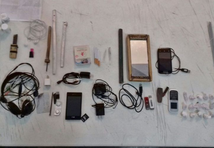 Todos los objetos y sustancias señaladas fueron puestos a disposición de la autoridad competente. (Redacción/SIPSE).