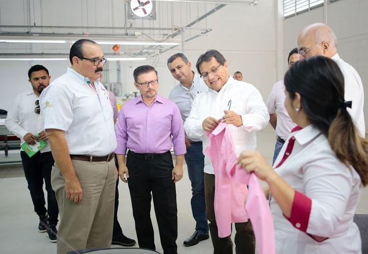 Los socios de la Canaive realizaron un recorrido por el Laboratorio de Diseño, Innovación y Prototipado, único en su tipo en el país. (SIPSE)