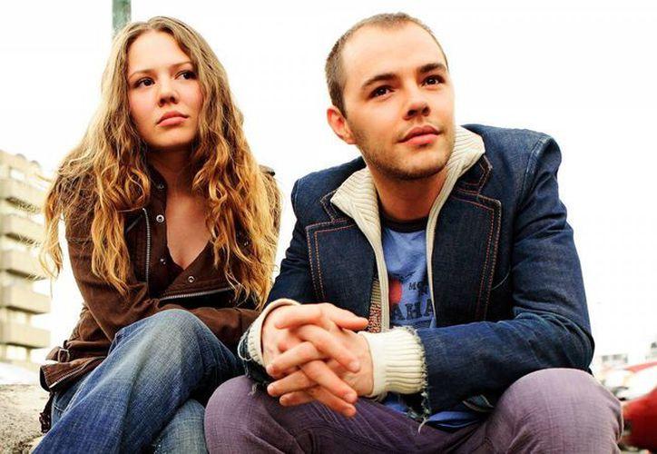 Los hermanos estrenan en plataformas digitales el sencillo 'Ecos de amor'. (fanart.tv)