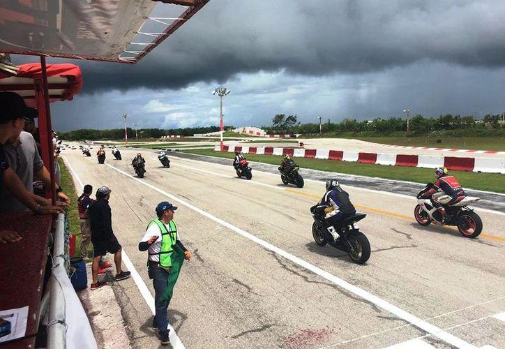 Más de 25 pilotos formarán parte del Campeonato del Caribe de Motociclismo. (Raúl Caballero/SIPSE)