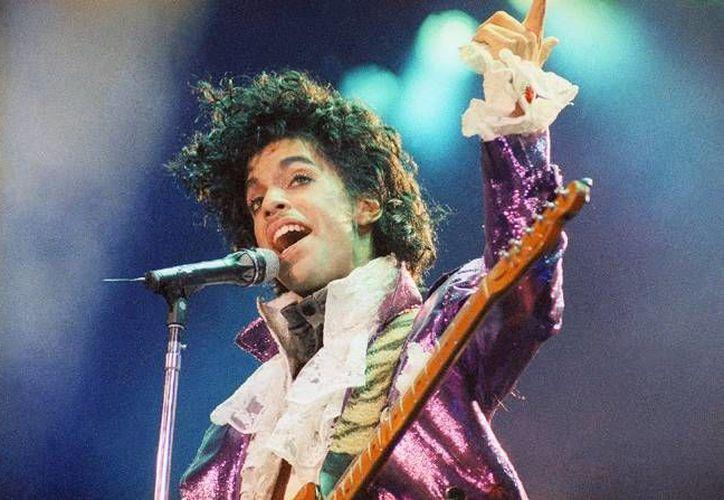 Prince se fue con una fortuna estimada en 150 millones de dólares pero no dejó testamento. El cantante no tenía hijos ni padres, solamente hermanos, quienes tendrían derecho a los bienes y el dinero. (AP)
