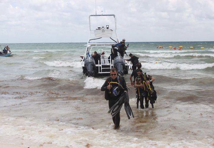 Con base en la Ley de Turismo del Estado de Quintana Roo, indican que es la Secretaría de Turismo del estado, la única facultada para realizar las revisiones a los buzos del destino. (Octavio Martínez/SIPSE)