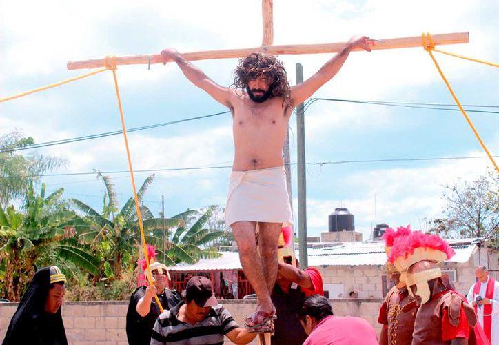 La representación de la pasión y muerte de Jesús en la iglesia de La Divina Providencia, una de las más concurridas, corrió a cargo de José Luis Pérez Vázquez.