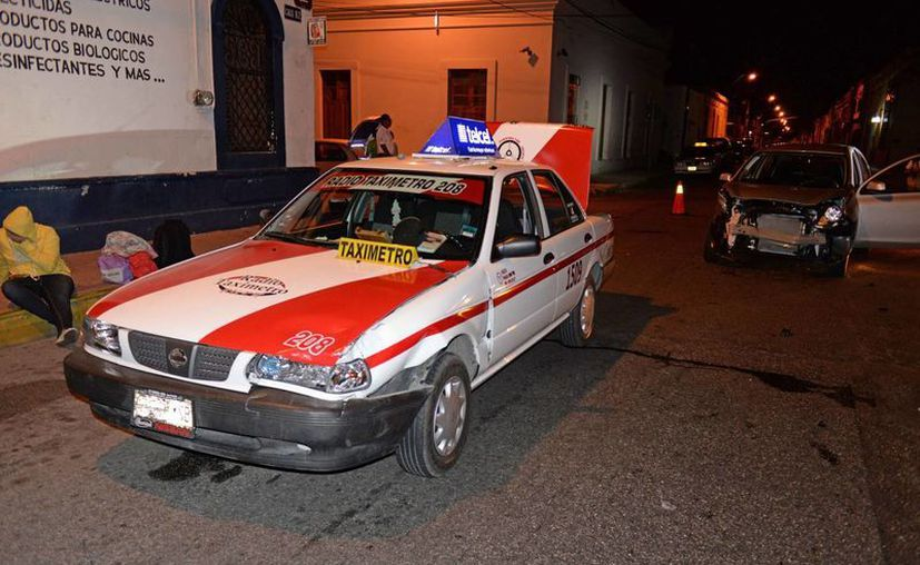 Un choque en el Centro de Mérida 'obligó' a una familia de turistas nacionales a 'cancelar' su viaje de regreso. (Cuauhtémoc Moreno/SIPSE)