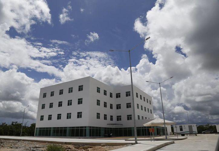 Al edificio aún le falta la entrada de acceso y requerirán entre 10 y 12 millones de pesos para terminarlo. (Jesús Tijerina/SIPSE)