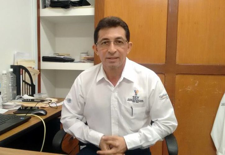 Rogelio Rivero Escalante, subdirector de Control y Fomento Sanitario de la SSY, habló sobre la revisión de los producto 'milagro'. (Milenio Novedades)