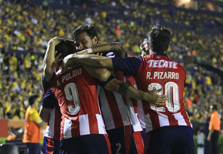 En la lista de los 40 futbolistas, destacan nueve de Las Chivas. (Foto: JamMedia)