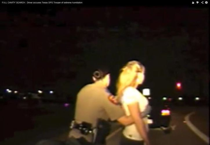 Los policías no cuentan con autorización para realizar esta clase de registros. (Captura de pantalla)