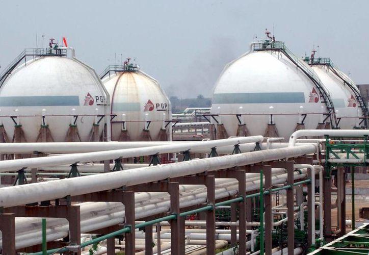 En la imagen, una refinería de la empresa estatal Petróleos Mexicanos (Pemex). (Archivo/EFE)