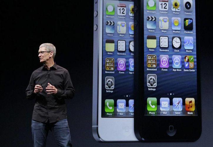 Tim Cook, el director general de Apple, habla durante un evento para anunciar nuevos productos en California. (Agencias)