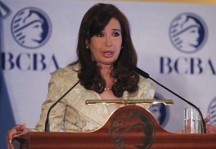 El crítico escenario económico de Argentina desfavorece a la presidenta Cristina Fernández a un año de las elecciones generales en el país. (EFE/Archivo)