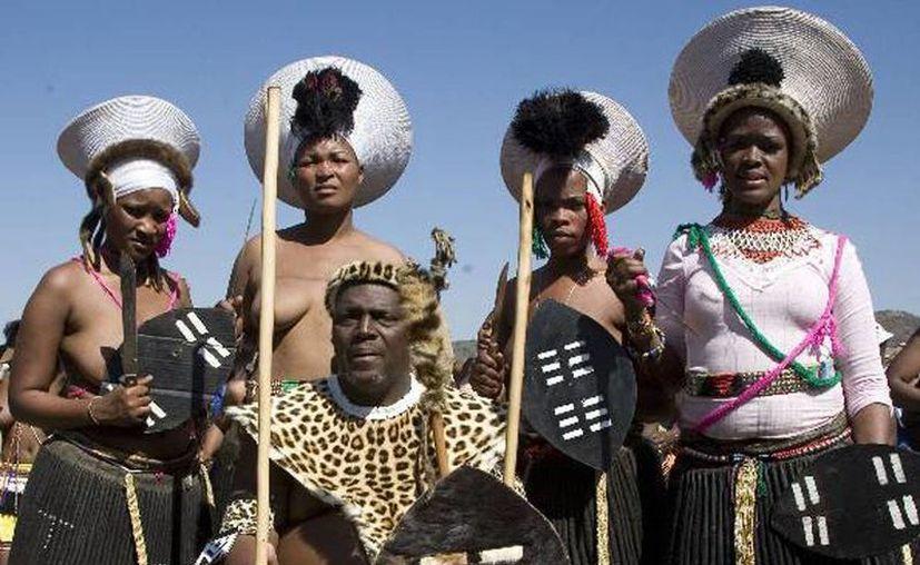 """""""Cuando usted se casa con una mujer africana, debe saber que seguirá una segunda, y una tercera. Esto es Africa"""", explicó el diputado Junet Mohamed."""