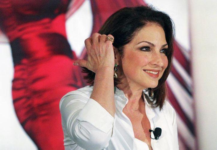 Gloria Estefan ofreció la conferencia de prensa en inglés y en español. (Agencias)