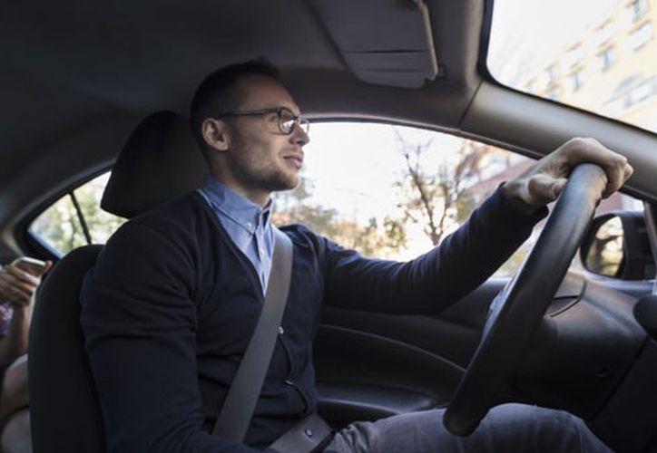 Uber dice que las medidas son respuesta a las solicitudes de pasajeros que viajan por negocios y otros clientes. (Internet)