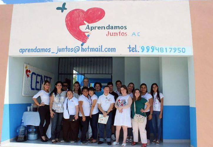 """Integrantes de la asociación """"Aprendamos Juntos"""". (Foto: Milenio Novedades)"""