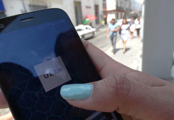 Uber pide respeto mutuo entre pasajeros y el chofer. (Archivo/SIPSE)